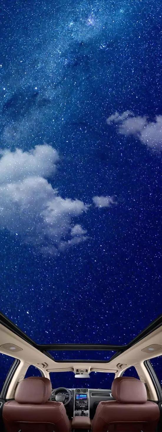 夜风扑面,流星划过夜空