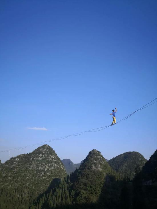 ▲万峰林上的扁带艺术