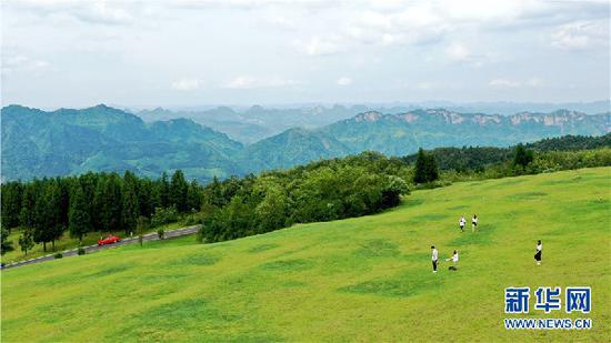 图为7月10日航拍的贵州省六盘水市水城区玉舍国家森林公园一景。新华网 周远钢 摄
