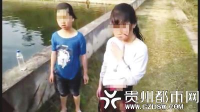 获救的两儿童。(铁路公安供图)