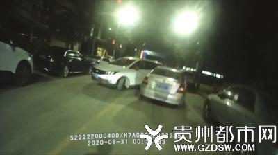 事故现场(右为涉嫌碰瓷的起亚轿车)。
