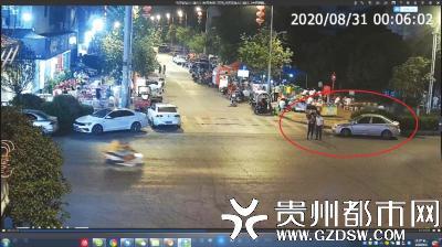 路某和同伙在街边等候目标离开。