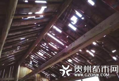 乌尧村受损民房。