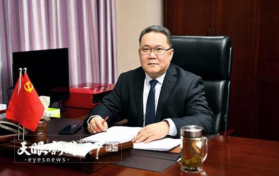 全国人大代表,贵州出版集团党委书记、董事长黄定承