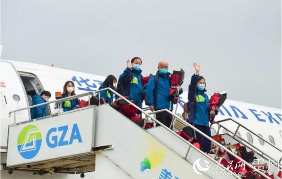 援鄂医疗队队员平安返程。贵州省卫健委供图