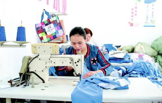 纳雍县白水河社区服装加工扶贫车间