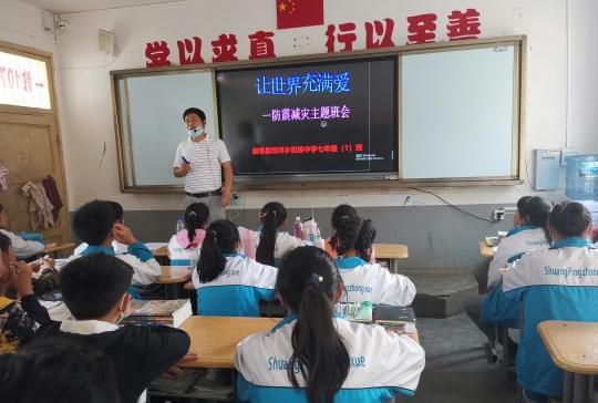 始终留在赫章县双坪彝族苗族乡初级中学的特岗教师石明警 石明警供图