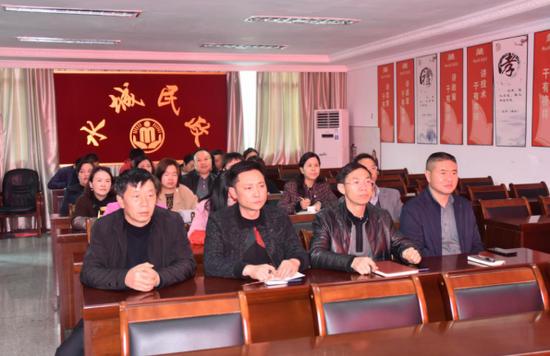 水城区民政局组织集中收听收看全国脱贫攻坚总结表彰大会