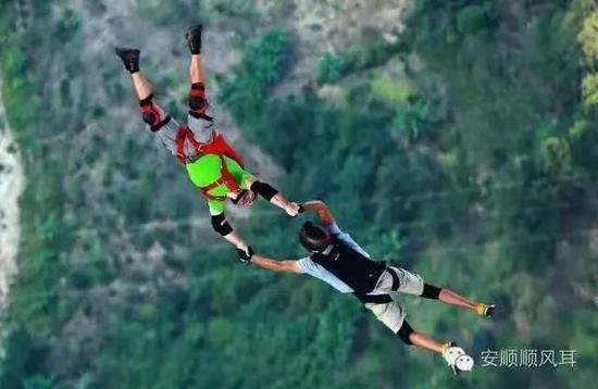 ▲坝陵河跳伞