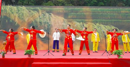 海龙屯非遗文化表演聚人气