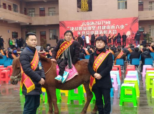 修文县干部杨胜勇:脱贫攻坚路上 我与贫困户共成长