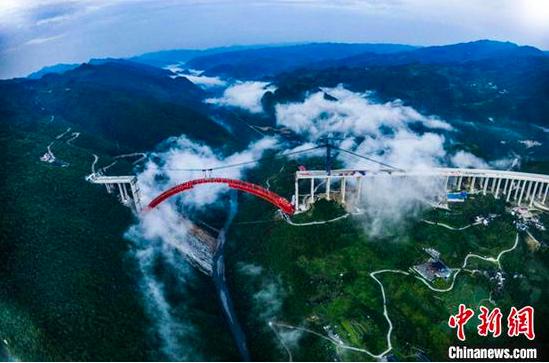 大发渠特大桥主拱顺利合龙 单个节段最大吊装重达240吨
