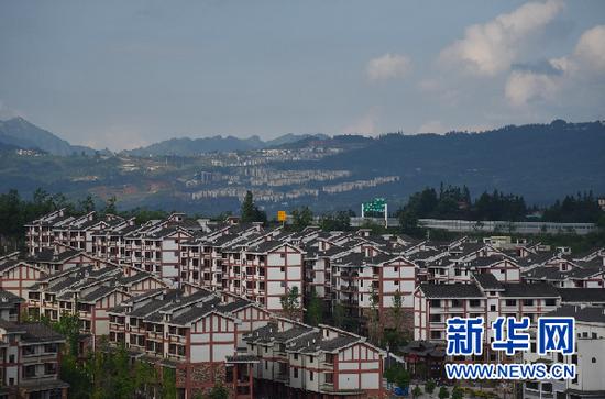 2020年6月19日拍摄的贵州省普安县布依茶源小镇易地扶贫搬迁安置点。新华社记者 施钱贵 摄
