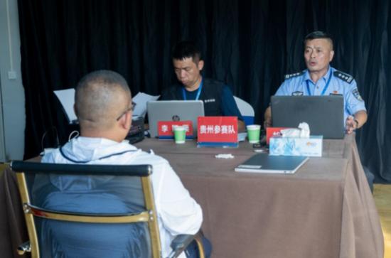 贵州代表队李颖栗和胡勇获得调查询问科目第二名