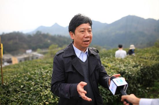 葛明义副局长接受媒体采访