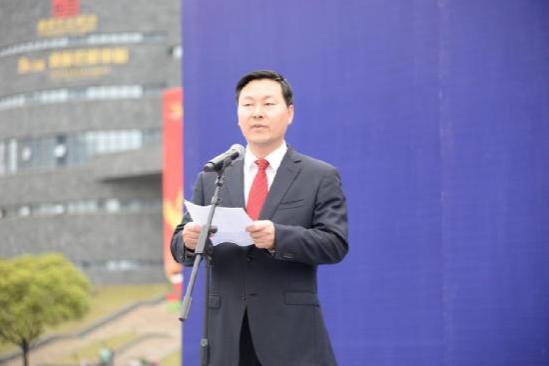 州委副书记、州人民政府常务副州长穆嵘坤作重要讲话