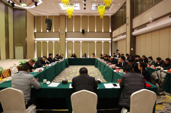 修文县召开2021年金融工作座谈会