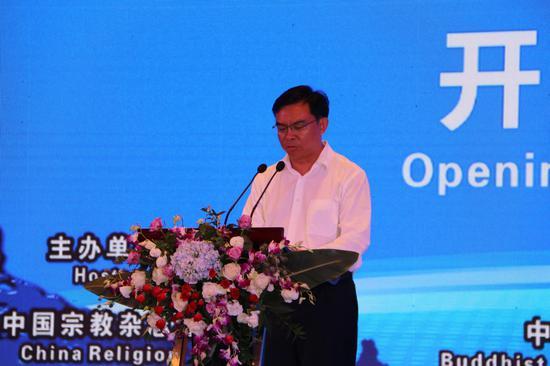 铜仁市委副书记、市国民政府市长陈少荣主持开幕式