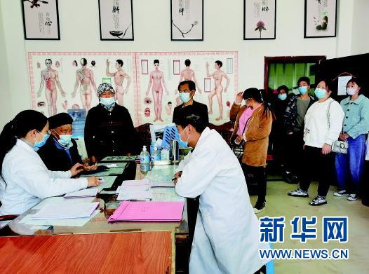 3月20日,济世康医院内患者众多。袁永江摄