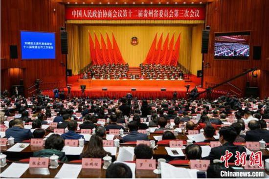1月14日,中国人民政治协商会议第十二届贵州省委员会第三次会议在贵阳开幕。 瞿宏伦 摄