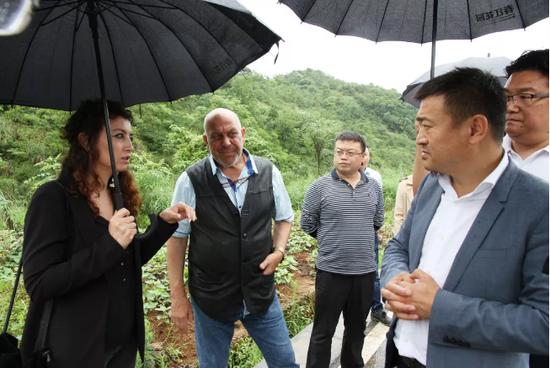 """""""一带一路""""中国-保加利亚农业玫瑰产业合作项目客商在六枝特区考察"""