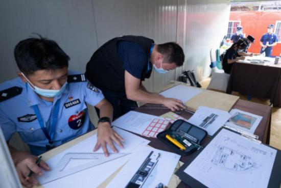 贵州代表队苟卡西和朱允宏获得平面制图科目第一名