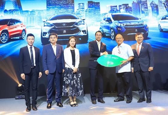巴拉望省长Jose CH。 Alvarez成为比亚迪全球第35万个新能源车主