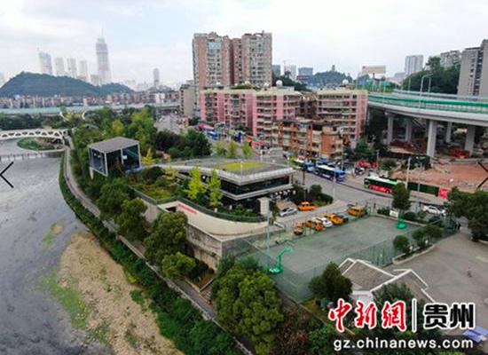 图为贵阳市青山再生水厂外景,地面为休闲公园地下为再生水厂。代宇 摄