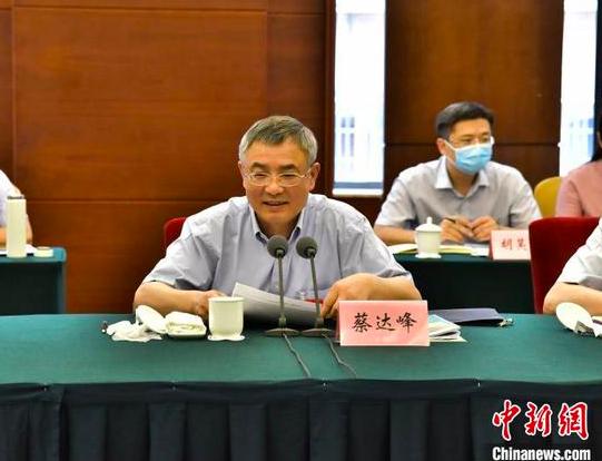 全国人大常委会副委员长、民进中央主席蔡达峰在民进中央重点考察调研专题座谈会上讲话。王晓琳 摄
