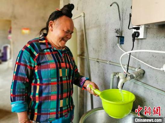 图为贵州村民家中装上自来水。 贵州省水利厅供图
