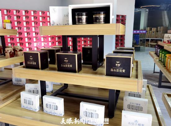 公司生产的蜂蜜产品。