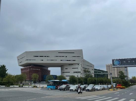 远观贵州省地质博物馆