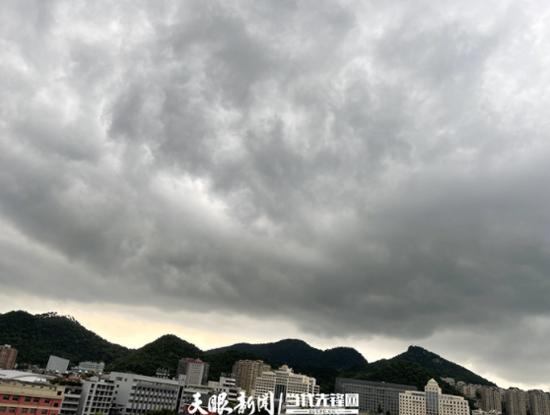 贵阳,7月17日17点40分左右,乌云密布,雷声滚滚
