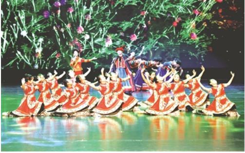 演员在表演节目。