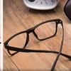 戴眼镜会让眼睛变形?戴上就摘不下来了?