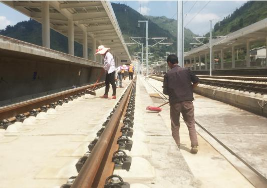 普安站主体工程完工,正在做最后的清扫工作