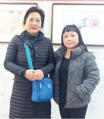 王富荭(左)和周南霞