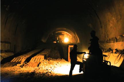 正在施工的七扇岩隧道