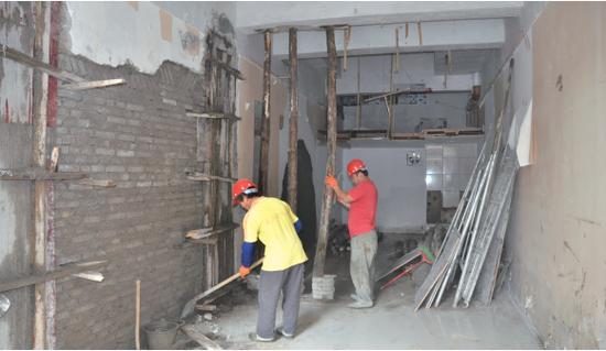 在当地住建部门责令下,承重墙被恢复并加固