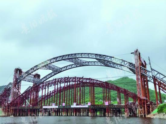 已合龙的龙凤大桥