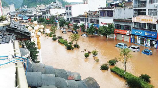 沿河德江两县遭强降雨袭击 部分房屋垮塌