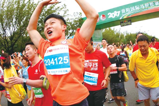 """贵阳国际马拉松赛:男女""""全马""""季军都是贵阳的"""
