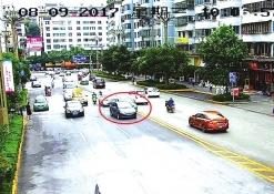 闹市区,私家车逼出租车