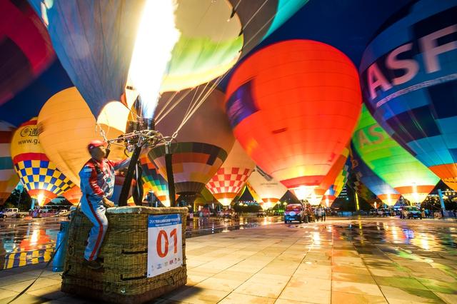 中国热气球联赛兴义站:璀璨明珠点亮整个夜空