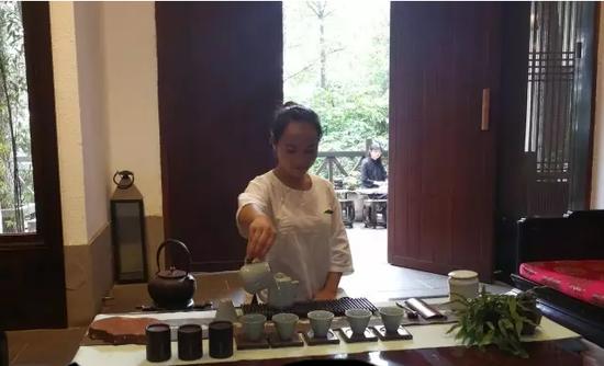 新闻频道 社会动态 > 正文     全国茶艺技能大赛茶席设计贵州分赛第