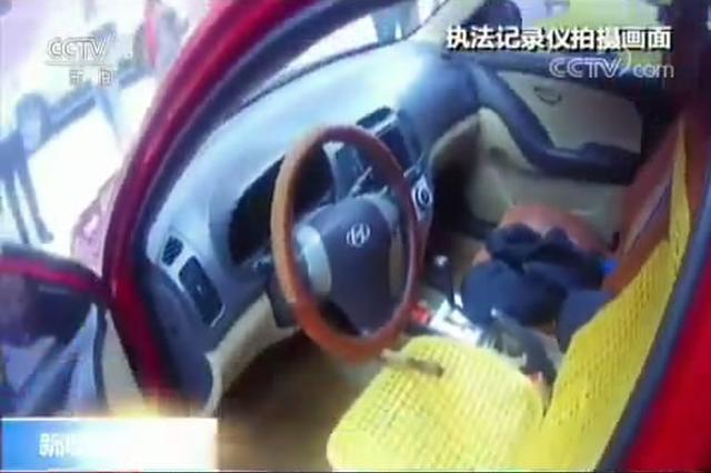 """贵州安顺:轿车油门被改装 竟变""""手动"""""""