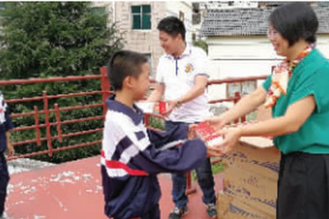 创业功成:清镇爱心企业家为家乡学校捐赠17万元物资