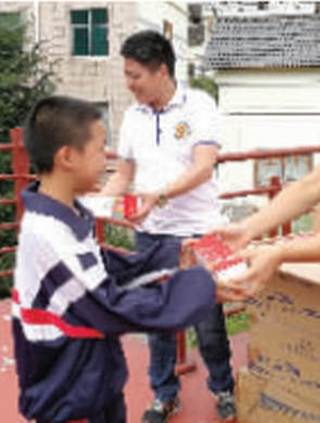 清镇爱心企业家为家乡学校捐赠17万元