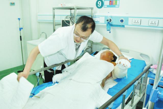 医生剪坏衣物抢救患者遭索赔 贵州医生:没遇到过但有话说