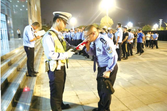 """黔东南州公安局夜查""""酒岗"""" 对象竟是全体民警"""